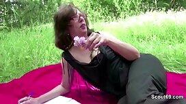 Gospodarica se odlučila zabaviti sa svojim sex vintage film robljem