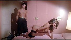 Slatka kuja skriva se u dubokom classic porn 60s analnom.