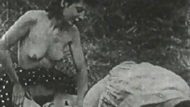 Muškarac je brbljao crnku da se preda pred film vintage porn objektivom fotoaparata