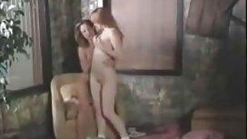 Tip uživa retro sex film u tijesnom analu svoje mlade kuje