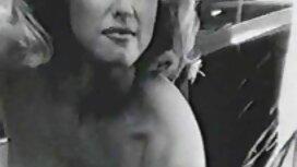 Pomogao je erotik film retro masturbirajućoj piliću da postigne orgazam