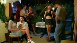 Lovelace pruža mlazni sex vintage film orgazam djevojci koja oplakuje od ekstaze