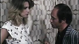 Strastvena crvenokosa dama pila je spermu vintage erotic film